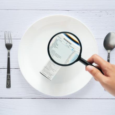 Vergrootglas om etiketten te lezen