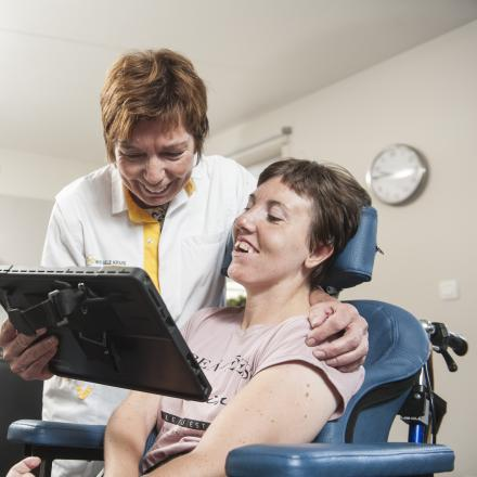 Mama en verpleegkundige Gisele (60) en dochter én patiënte Freya (29)