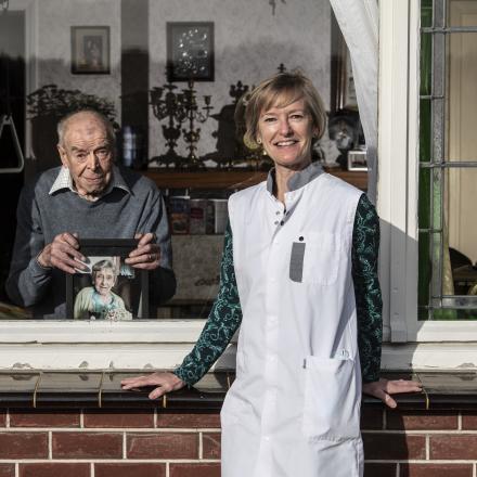Thuisverpleegkundige Isabelle en patiënt Louis