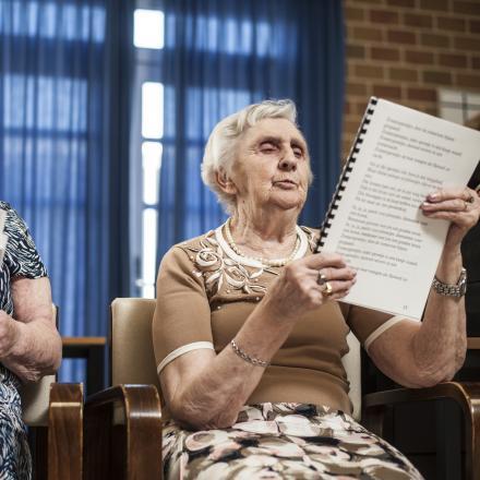 Blanche fleurt op in het geheugenkoor